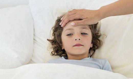 Das Kind hat Fieber: Wann zum Arzt?