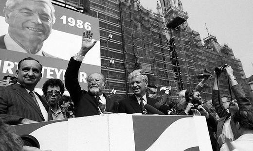 Die SPÖ feiert den 1. Mai – wenige Tage nach der Atomkatastrophe von Tschernobyl: Sinowatz, Kreisky, Steyrer