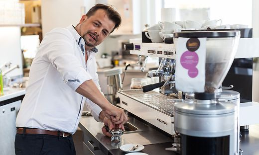 Barista´s Inhaber Stephan Pensold eröffnet erstes Café im Bezirk Graz-Umgebung