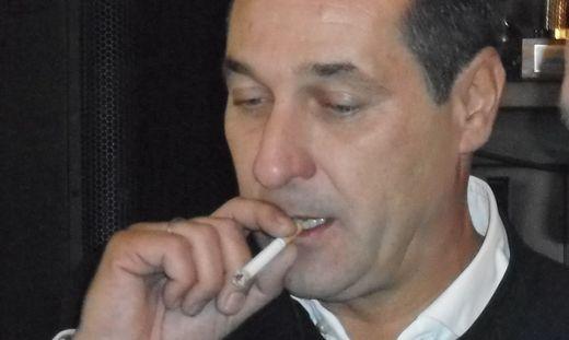 Strache raucht