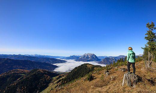 Ennstal im Nebel, Sonnenschein auf den Bergen