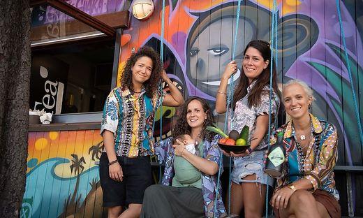 Von Mexiko bis Hawaii - Sie kochen in Graz auf: Vanessa Zeballos mit Claudia, Antonia (mit Baby Theo im Arm) und Julia Günzberg