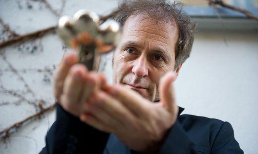 """Hubert Sauper 2014 mit dem Friedensfilmpreis der Berlinale für """"We Come as Friends"""""""