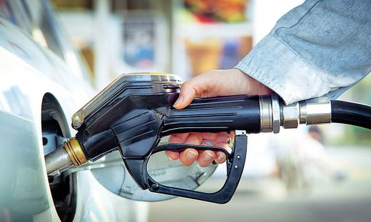 Historischer Preissturz für Rohöl bedeutet weiter sinkende Preise an den Zapfsäulen