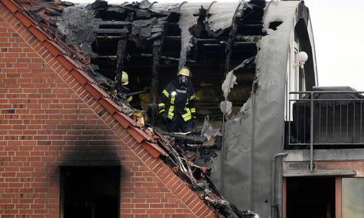 Ultraleichtflugzeug stürzte auf Dacheschoßwohnung