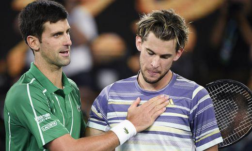 Novak Djokovic tröstet Dominic Thiem (rechts)