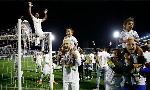 Die Fußballer von CA Bragantino jubelten über den Aufstieg