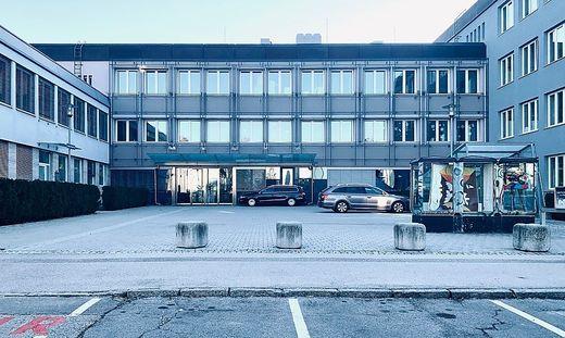 Schulen wie hier das Klagenfurter Bachmanngymnasium mögen die Betreuung die ganze Woche sicherstellen, so der Landeshauptmann