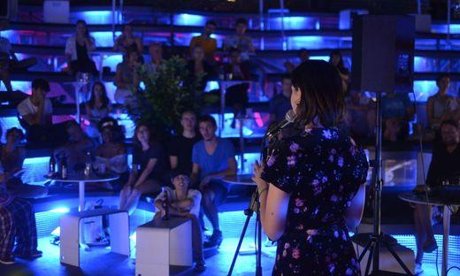 Gewinnerin des Tages Martha Schnuderl vor gespanntem Publikum