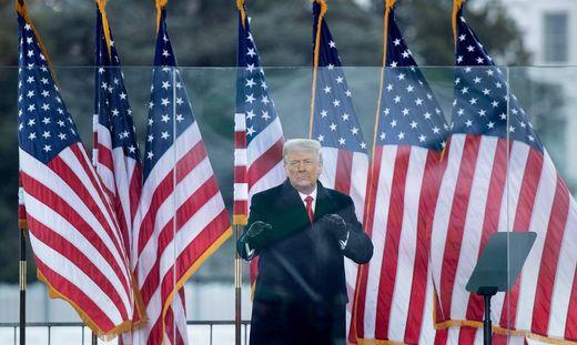 Geste eines Boxers: Noch-US-Präsident Donald Trump (74). Doch was bleibt zurück?