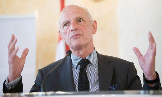 """Der ehemalige Wiener Stadtschulratspräsident und Vorsitzende des """"Forums Zentralmatura"""", Kurt Scholz"""