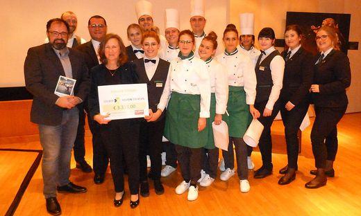 Studenten mit Robert Preis und Regina Trummer von der Kleinen Zeitung