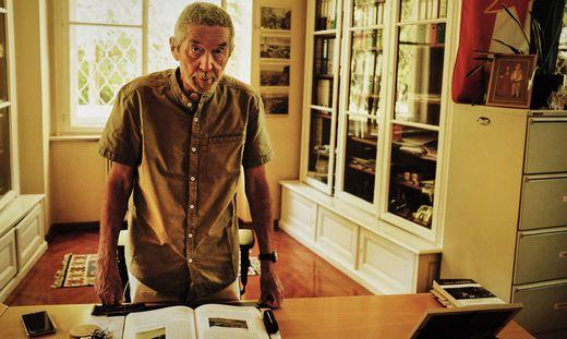 Karl Kaser in seinem Büro an der Abteilung für Südosteuropäische Geschichte der Universität Graz