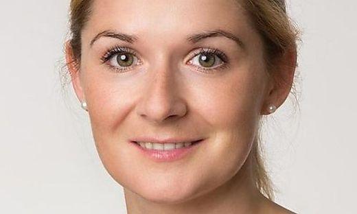 Theresa Kaaden nimmt Anmeldungen entgegen