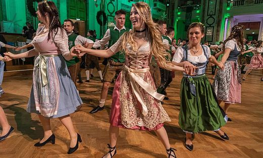 Miss Austria Larissa Robitschko tanzte bei der Polonaise mit