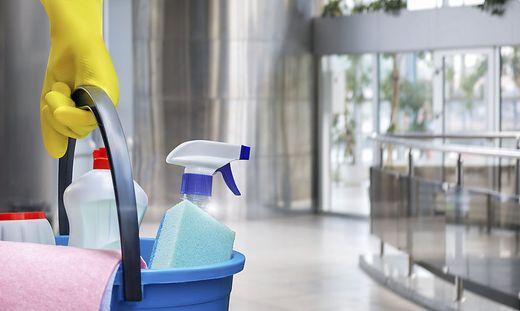 """Reinigungsarbeiten müssen an den """"Bestbieter"""" vergeben werden"""