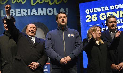 Silvio Berlusconi, Matteo Salvini , Giorgia Meloni und Giovanni Toti beim Wahlkampffinale in Ravenna