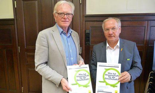 Helmut Saurugg, Leiter der Montagsakademie Feldbach, und Bürgermeister Josef Ober stellten das Programm vor