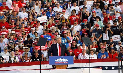 Donald Trump hält erste Großkundgebung seit Ende seiner Amtszeit ab
