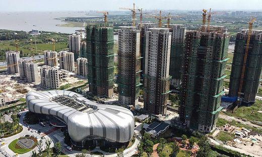 Zahlreiche Baustellen von Evergrande stehen wie die Cultural Tourism City in Suzhou in der Provinz  Jiangsu