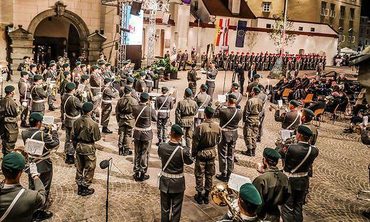 Im Klagenfurter Landhaushof haben am Sonntag die steirischen Militärmusiker ihren großen Auftritt