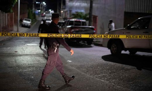 Vor dem Tatort in San Salvador