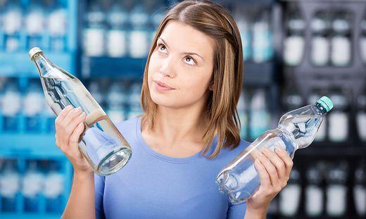 Wird Mineralwasser für zu Hause erstanden, greifen immer mehr zu Pfand-Glasflaschen