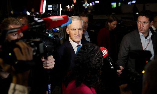 Jonas Gahr Störe auf dem Weg ins Wahlstudio