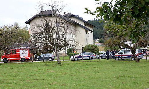 Spurensicherer und Sprengstoffexperten haben stundenlang den Tatort in Guttaring durchsucht.