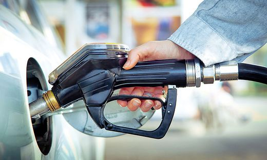 """Kurzfristig könnten Mineralölsteuern """"angepasst"""", also erhöht werden, um das bisherige Steueraufkommen zu erhalten"""