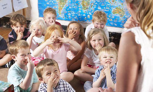 Zu wenig Pädagoginnen: Immer öfter werden die Gruppenhöchstzahlen überschritten