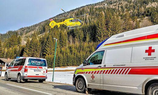 Der ebenso angeforderte Notarzthubschrauber Christophorus 15 konnte aufgrund des dichten Waldes keine Taubergung durchführen