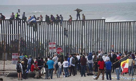 TOPSHOT-US-MEXICO-DIPLOMACY-MIGRATION