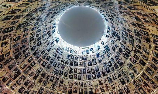 Die Kuppel mit Bildern von Ermordeten in der erschütternden Gedenkstätte Yad Vashem in der Nähe des Herzlberges in Jerusalem