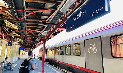 Warten heißt es derzeit in und rund um den Bahnhof Selzthal