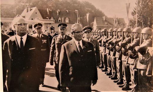 Franz Jonas (li.) und Marschall Josip Broz Tito bei der feierlichen Eröffnung der Grenzbrücke