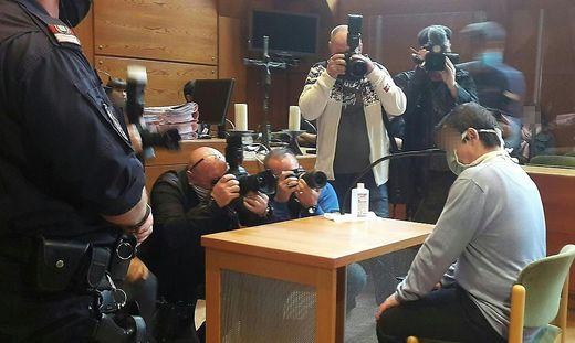 Der Angeklagte am Dienstag, 9. Juni 2020, vor Beginn des Prozesses am Landesgericht in Innsbruck.