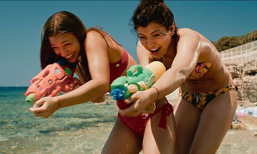 Die letzte Party deines Lebens Jessica (Antonia Moretti) und Julia (Elisabeth Wabitsch)
