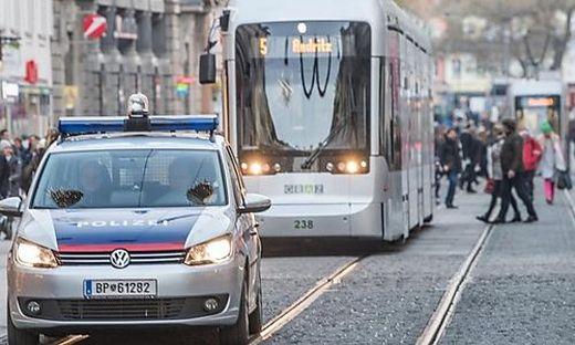 Nach dem Vorfall in der Bim wurde die Polizei alarmiert (Symbolfoto)