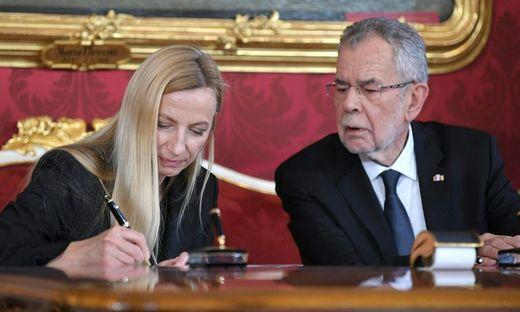 Juliane Bogner-Strauß mit Bundespräsident Alexander Van der Bellen