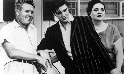 Elvis Presley mit seiner geliebten Mutter Gladys und Vater Vernon