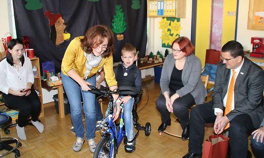Im Heilpädagogischen Kindergarten Knittelfeld konnte Daniel (5) sein Therapierad gleich ausprobieren