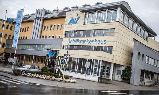 Der Verletzte wurde ins UKH Klagenfurt gebracht