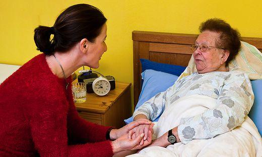 Die Reform des Pflegesystems soll dazu führen, dass Angehörige, Betroffene und das Pflegepersonal besser unterstützt werden