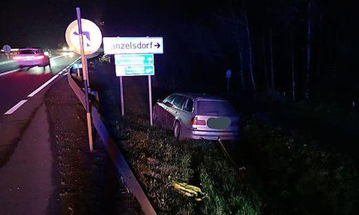 Die Feuerwehr Tanzelsdorf barg das Auto