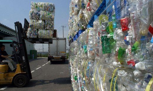 Greenpeace kritisiert den klimaschädlichen Handel mit Plastikmüll