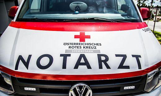Der Verletzte wurde nach der Versorgung durch den Notarzt ins Krankenhaus Schwarzach gebracht
