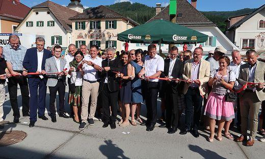 Und Schnitt! Ehrengäste und Bevölkerung feierten gestern die neue Kindberger Innenstadt