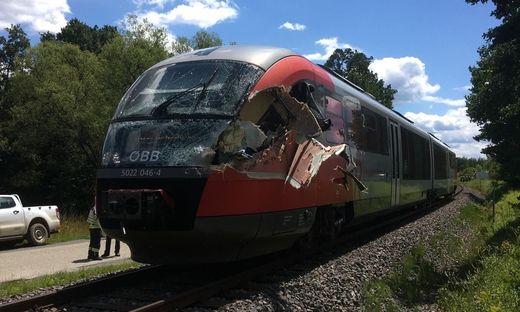 Ein Zug erfasste einen Lkw in Fürstenfeld