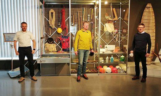 Folkert Lenz (Mitte) im Wintersportmuseum mit Museumsleiter Hannes Nothnagl (r.) und dem Mürzer Oberland-Chef Andreas Steininger